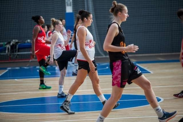 Trening koszykarek ArtegoArtego DeNesha Stallworth