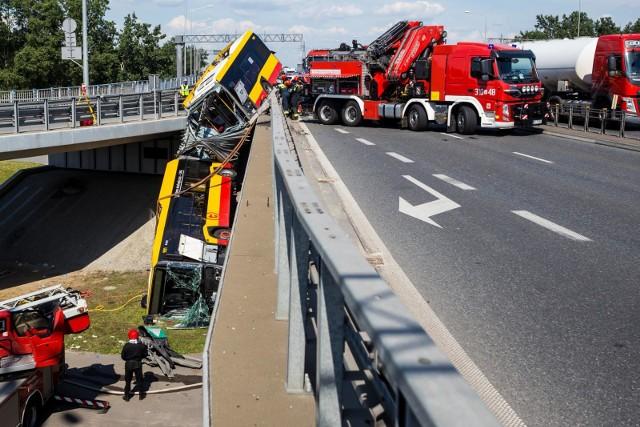 Wypadek miejskiego autobusu w Warszawie.
