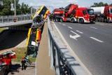 Wypadek autobusu w Warszawie. Kierowca był pod wpływem amfetaminy, został tymczasowo zatrzymany. Jest nagranie wypadku [WIDEO]