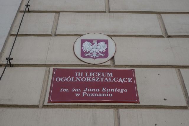 III Liceum Ogólnokształcące im. św. Jana Kantego w Poznaniu od poniedziałku, 21 września pracuje zdalnie, po tym jak u dwóch nauczycieli wykryto koronawirusa.