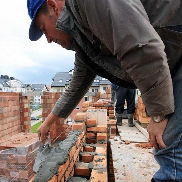 Łagodna zima sprzyja prowadzeniu robót budowlanych, także murowych. Jednak jest to tylko jedna z przyczyn braku materiałów ściennych. Drugą jest ożywienie w budownictwie.