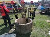 Dramatyczny wypadek w gminie Jeżów - dziecko wpadło do 10-metrowej studni! ZDJĘCIA