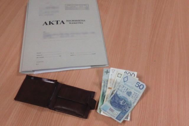 Policjanci z Dobiegniewa zatrzymali 63-latka, podejrzanego o przywłaszczenie portfela, zagubionego przez właściciela na stacji paliw. Zebrane dowody pozwoliły wytypować ewentualnego sprawcę i odzyskać portfel.
