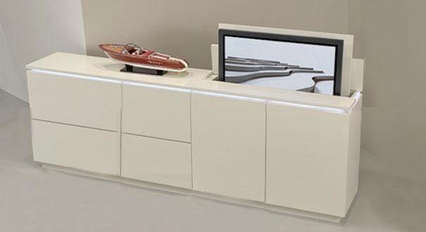 Szafka pod telewizorSzafka na telewizor wyposażona jest w wysuwany mechanizm - to oryginalny sposób na ukrycie telewizora.
