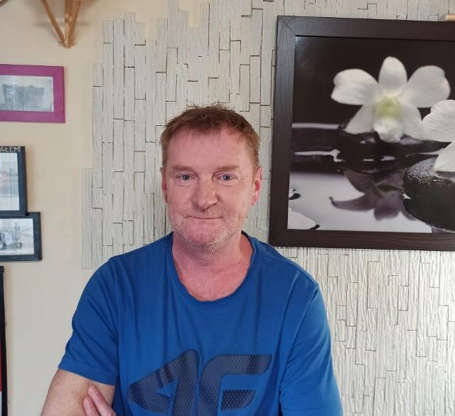 Mateusz Jelonek ma dzisiaj 53 lata. Wychował się w Cracovii, najlepsze piłkarskie lata spędził w Wiśle Kraków
