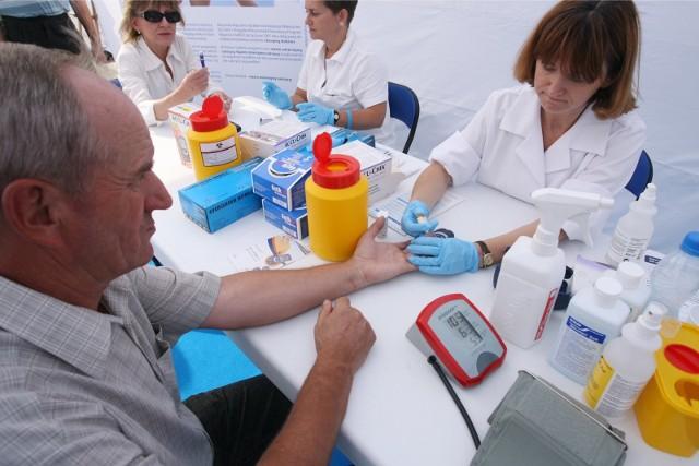 Pomiary cukru i ciśnienia krwi, a także zdrowa dieta - na to mogą liczyć osoby, które we wtorek wezmą udział w bezpłatnych badaniach w ramach Światowego Dnia Walki z Cukrzycą.
