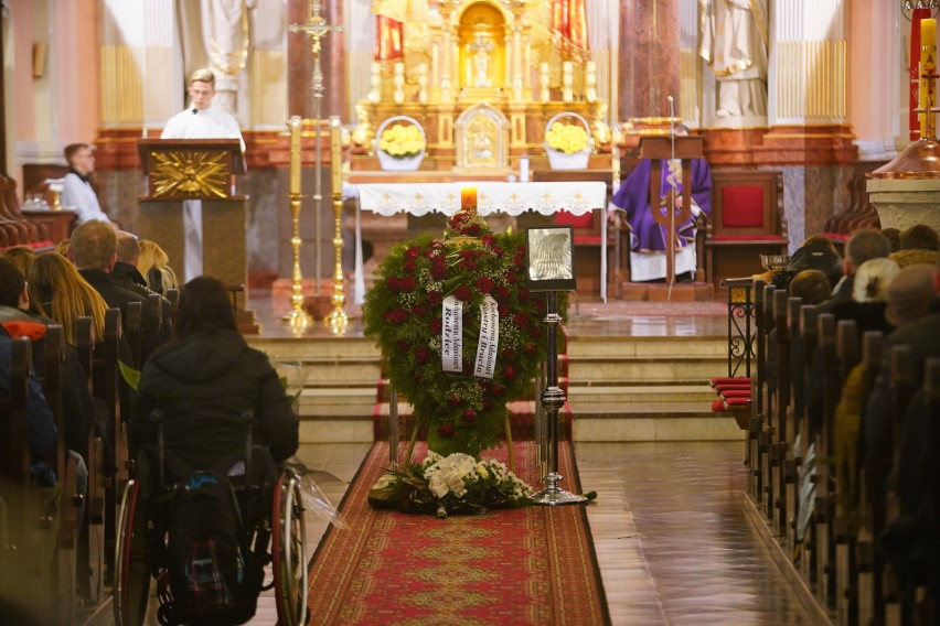 Pogrzeb 21-latka zastrzelonego przez policjanta odbył się w...