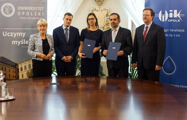 Prof. Wiesława Piątkowska-Stepaniak, wiceprezesi WiK: Mateusz Filipowski i Beata Teresińska oraz prof. Marek Masnyk.