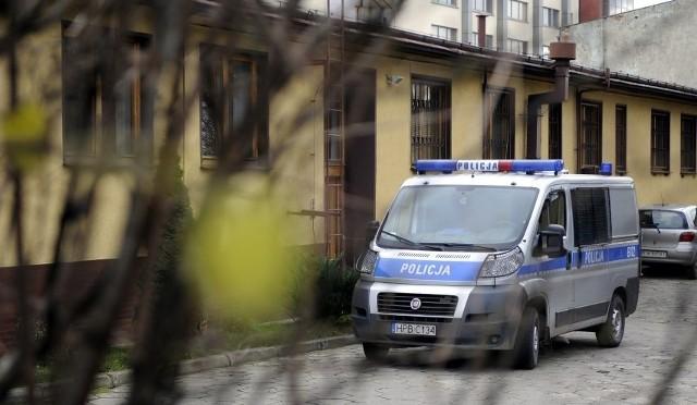 Trzeci z policjantów biorący udział w interwencji, został zwolniony ze służby 5 października