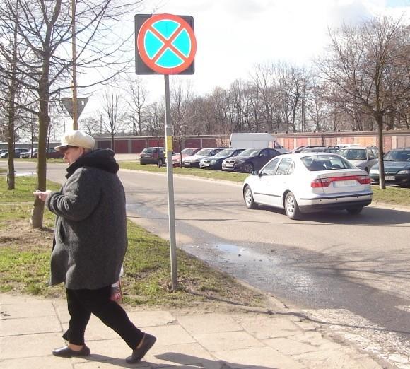 – Znaki ograniczające prędkość ustawione na naszej ulicy nie pomogły – mówią stargardzianie z ulicy Przedwiośnie. – To długa droga, która niektórych kierowców zachęca do szybkiej jazdy.