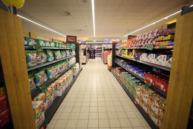 W ofercie, wśród 1,2 tys. produktów, klienci znajdą zarówno produkty marki własnej Biedronki, jak i wiodących marek zewnętrznych.