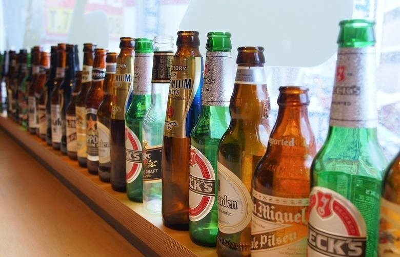 Darmowe piwo w Biedronce i Lidlu! Promocja na długi weekend. Zobacz, jak je zdobyć