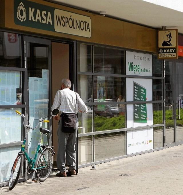 Klienci SKOK-u są zaskoczeni. Pieniądze zostaną im jednak zwrócone.