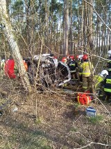 Śmiertelny wypadek na drodze Szynkielów - Stolec. Wypadek na drodze koło Sieradza. Nie żyje 44-letni mężczyzna