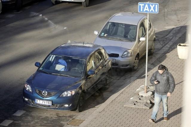 Postój taksówek na ul. Łukasiewicza