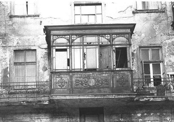 Ta żydowska kuczka istnieje do dziś. Znajduje się w podwórku...