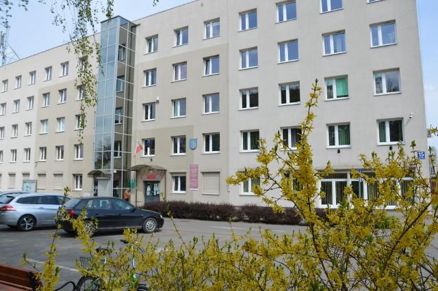 Siedziba starostwa powiatowego w Stalowej Woli nie nadaje sie na posiedzenia radnych z powodu ciasnoty w czasie zarazy