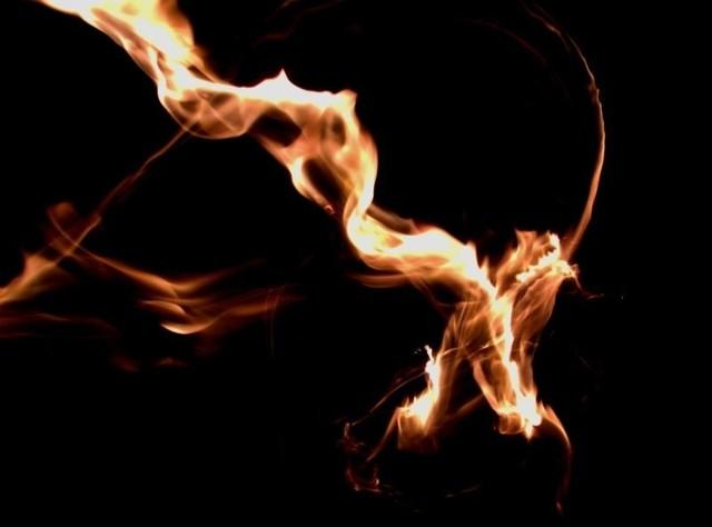 Firma przewozowa z Białegostoku podpalała ciężarówki i wyłudzała ubezpieczenia. Pomagał jej policjant