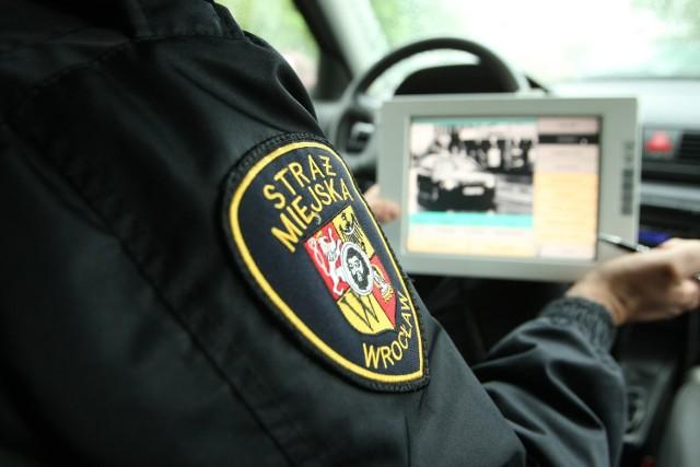 Koniec z kontrolą prędkości przez straż miejską i gminnąW samym 2014 roku straż miejska i gminna wystawiła 751 tys. mandatów na łączną sumę 130 mln zł.