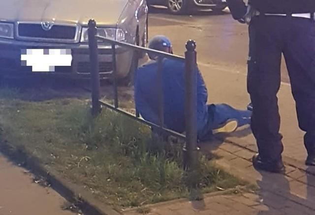 46-letni kierowca mercedesem doprowadził do groźnego wypadku na ul. Kopcińskiego. Mężczyzna nie zatrzymał się do policyjnej kontroli, po tym jak przekroczył prędkość o ponad 50 km/h. Badanie alkomatem wykazało, że był nietrzeźwy.46-latek jechał al. Piłsudskiego z prędkością 111 km/h, gdy wpadł. Zauważyli go policjanci z grupy speed. Czytaj więcej na następnej stronie