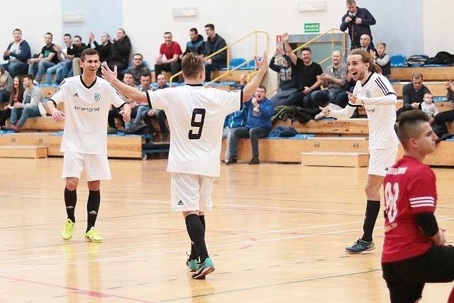 Stal Mielec pewnie wygrała rozgrywki 2 ligi Podkarpackiej odnosząc siedem zwycięstw w ośmiu meczach.