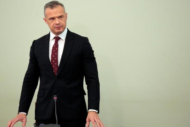 Sławomir Nowak usłyszał zarzut kierowania zorganizowaną grupą przestępczą, prania brudnych pieniędzy oraz przyjmowania korzyści majątkowych.