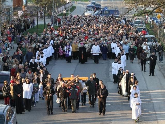 W Drodze Krzyżowej na Karczówkę uczestniczyło kilkaset osób.