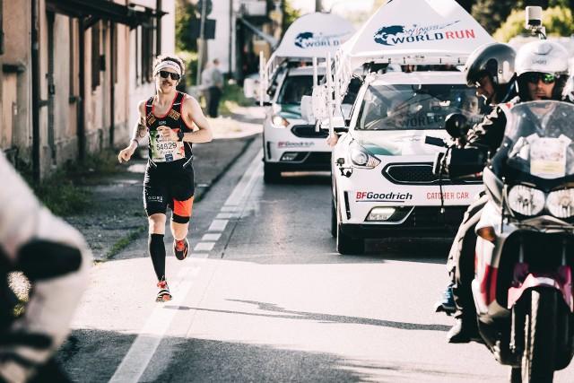 Run with the FlowStawiając sobie za cel pokonanie 80 km i wygraną w Wings for Life World Run 2016, ultramaratończyk Florian Neuschwander łączy nonkonformistyczny styl z pasją. Jego pragnieniem jest przebiegnięcie niemal niewyobrażalnego dystansu.