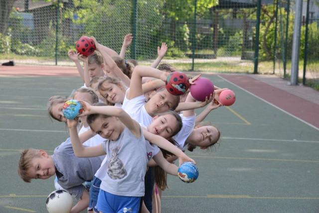 Resort szuka sportowych perełek, ale zdaniem nauczycieli - trzeba chwalić uczniów za ich chęci, a nie za osiągane wyniki