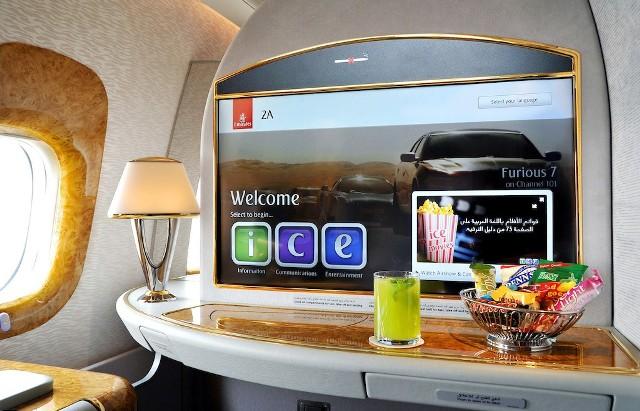 Dla pasażerów z klasy bizness czekają 32 calowe ekrany