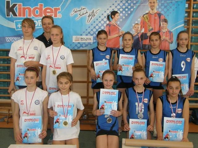 Młode siatkarki ze Szkoły Podstawowej nr 1 w Miastku zostały wicemistrzyniami województwa pomorskiego w mini piłce siatkowej awansując do baraży Mistrzostw Polski.