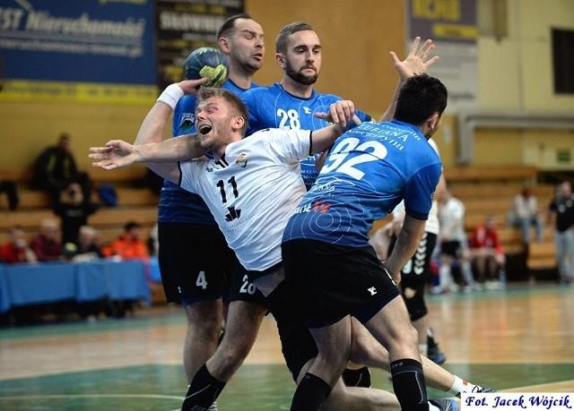 Wysokiej porażki na swoim parkiecie doznali szczypiorniści Gwardii Koszalin w meczu 9. kolejki I ligi.