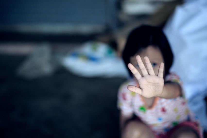 Więzienie za milczenie o krzywdzie dziecka