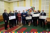 Trzy podlaskie powiaty otrzymały czeki z dofinansowaniem dla gminnych jednostek OSP (zdjęcia)