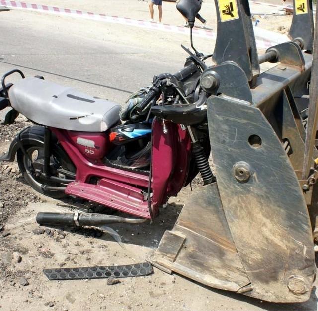 Wypadek: Motorowerzysta zabil sie na koparceLomza - wypadek: Motorowerzysta zabil sie na koparce