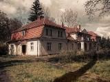 Trzcińscy odzyskali dworek w Ostrowie nad Gopłem, ale ich spór ze Skarbem Państwa nadal trwa
