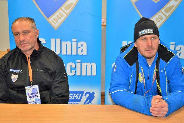 Jirzi Szejba (trener Unii Oświęcim, z lewej) i Marek Rączka (trener Podhala Nowy Targ)