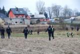 Gmina Czersk. Tragiczny finał poszukiwań siedemnastolatka. Ciało znaleziono w rowie melioracyjnym