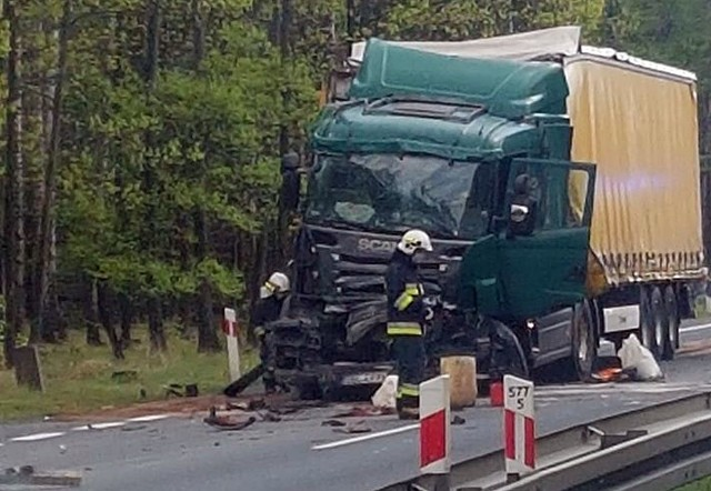 Wypadek w Kobiórze. Zderzyły się dwa samochody ciężarowe