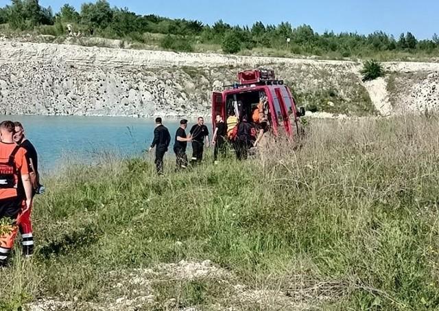 Do tragedii doszło na terenie wyrobiska po kopalni Wierzbicy. Na miejscu pracowały służby ratownicze.