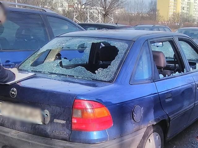 W rozwiązaniu sprawy pomógł sam podejrzany, który chciał zgłosić na komisariacie uszkodzenie swojego pojazdu