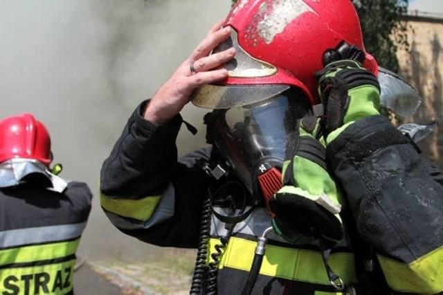 Spaliły się pomieszczenia niewielkiego domu jednorodzinnego. Niestety, nie udało się uratować 87-letniego mężczyzny.