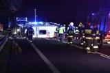 Wypadek w Grońsku: Na DK 92 karetka z pacjentem zderzyła się z osobówką. Trzy osoby trafiły do szpitala [ZDJĘCIA]