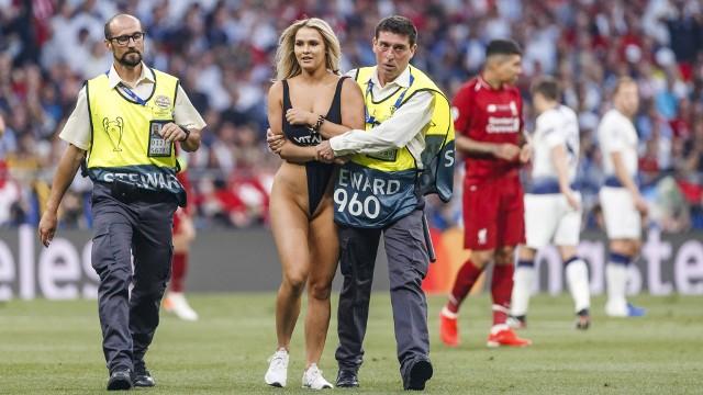 W czerwcu ubiegłego roku Kinsey Wolanski przerwała również finałowy mecz Ligi Mistrzów pomiędzy Tottenhamem Hotspur a Liverpoolem (0:2).