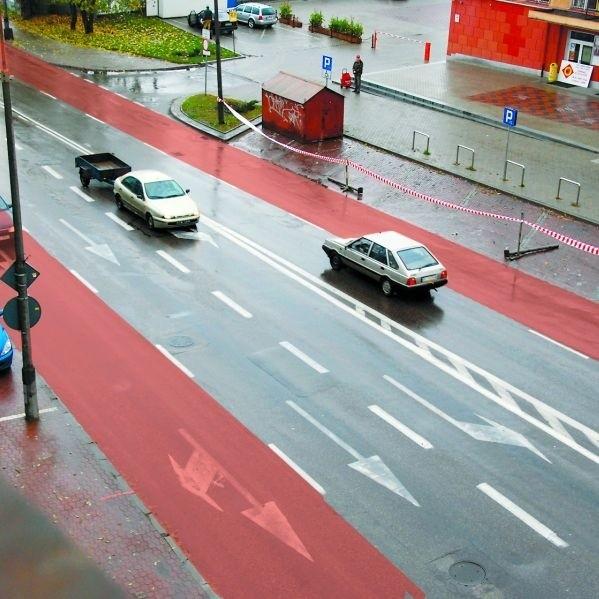 Od piątku te dwa boczne pasy ul. Legionowej (zaznaczone na czerwono) będą dla kierowców niedostępne