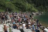Tatry. Ponad 15 tysięcy turystów weszło na szlak do Morskiego Oka w ciągu jednego dnia. To absolutny rekord!