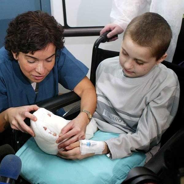 Dr Anna Chrapusta operowała całą noc, by przyszyć 10-letniemu Arturowi odciętą dłoń.