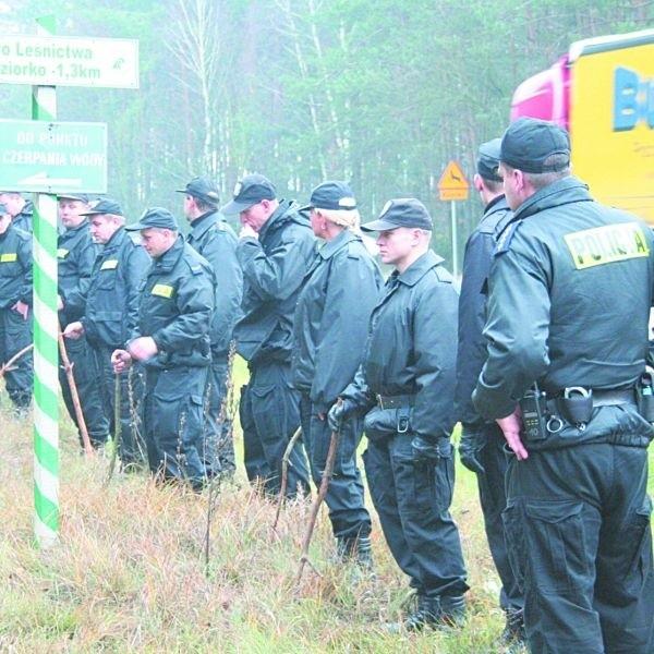 Po aresztowaniu Agnieszki S., policjanci przeczesywali las w poszukiwaniu narzędzia zbrodni. Na razie się nie udało. Ale to nie będzie kluczowe dla śledztwa. Kobieta przyznała się do mordu.