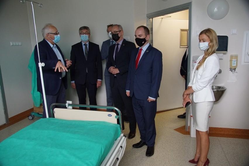 Minister zdrowia Adam Niedzielski odwiedził szpital zakaźny...
