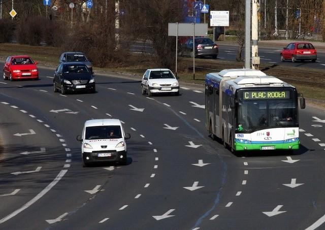 Dzisiaj radni rozmawiali na temat pomysłu darmowych przejazdów komunikacją miejską przez właścicieli samochodów.